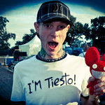 "Deadmau5 Debuts His Own Remix Of ""Strobe"" In Final Mau5trap Radio Episode"